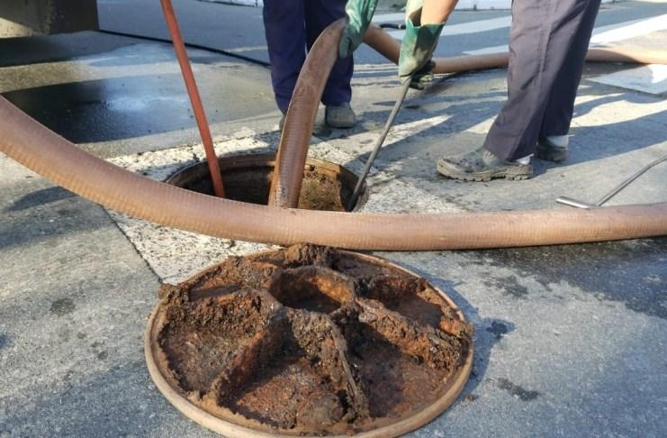 Emasa realiza limpeza preventiva na rede coletora de esgoto no Bairro dos Estados