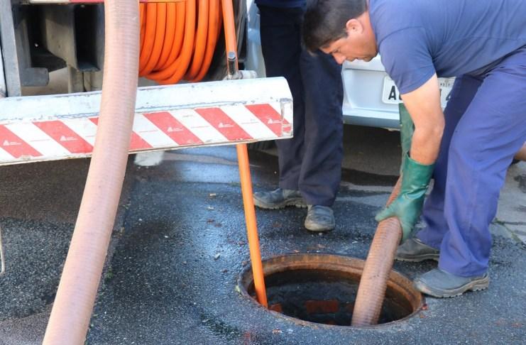 Ruas do Bairro das Nações recebem limpeza preventiva na rede coletora