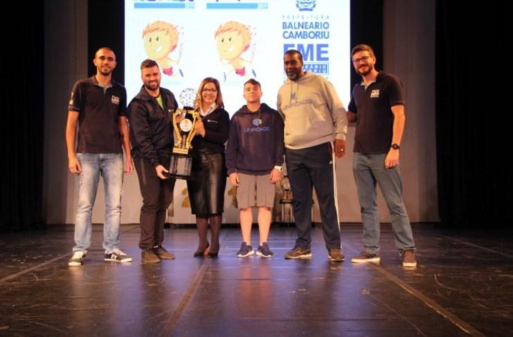 Entrega dos troféus das escolas vencedoras do JEBC e Jebequinho foi nesta quinta feira