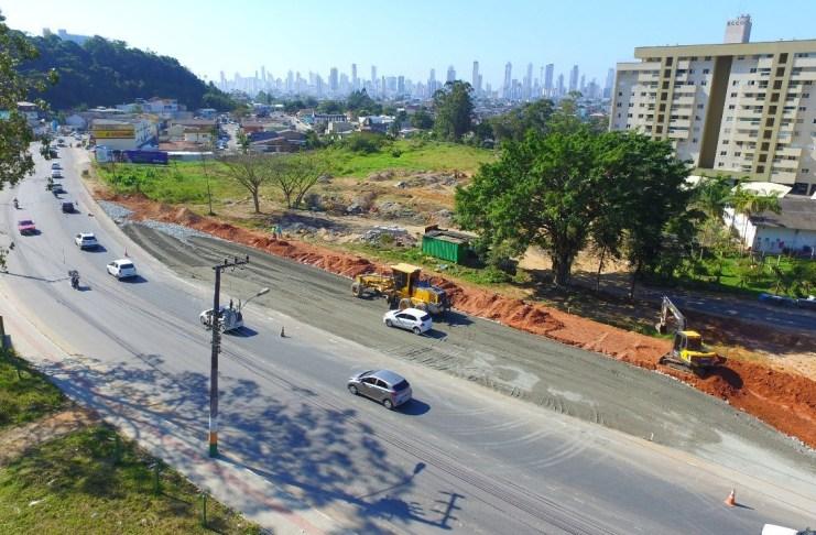 Obras da Avenida Santa Catarina seguem avançando
