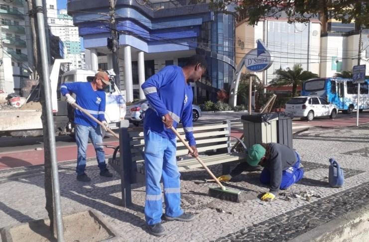 Restauração de bancos da orla da Praia Central é concluída