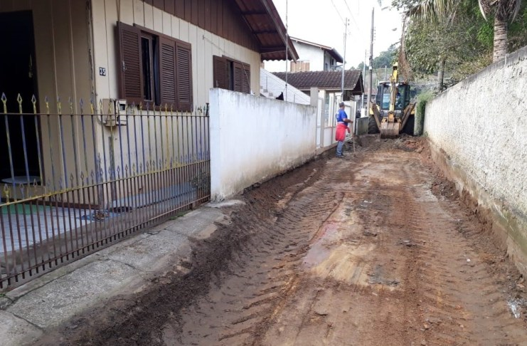 Rua Carmelita Zimmermann na Barra terá obra na rede de água e esgoto