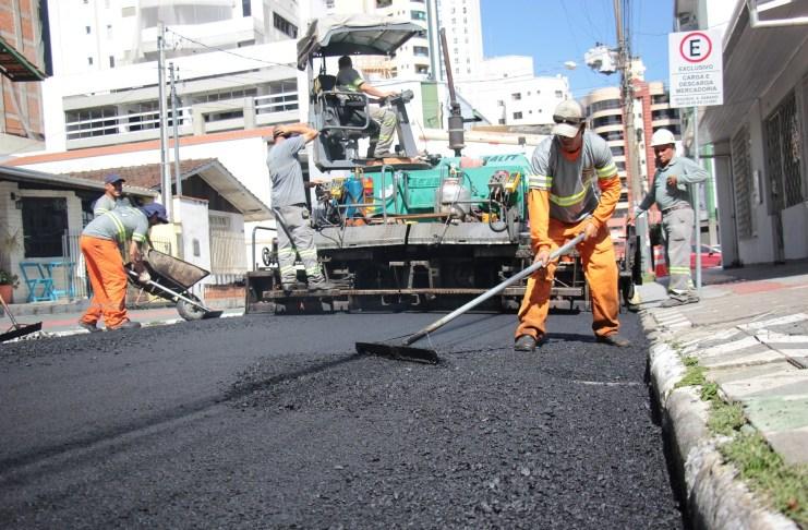 Semana inicia com trabalhos de Requalificação em ruas do Centro