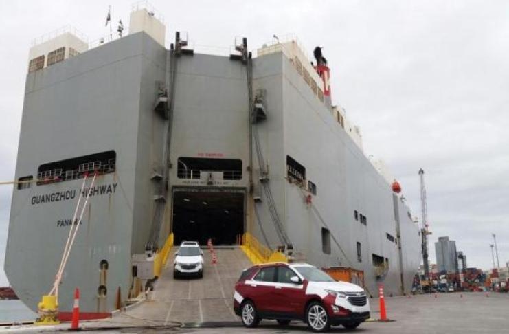 porto de itajai recebe desembarque de veículos importados