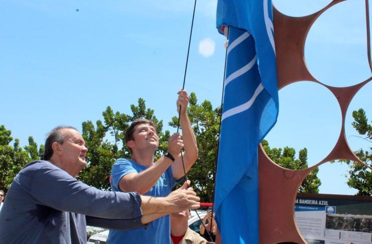 Bandeira Azul é hasteada nas praias de Estaleiro e Estaleirinho