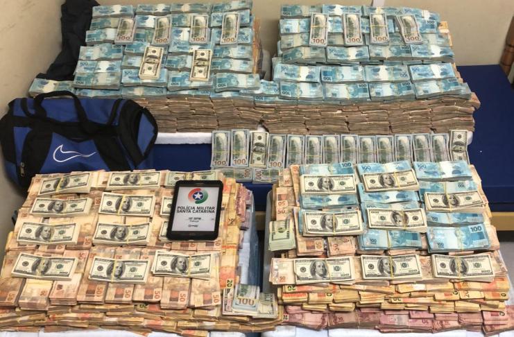 dinheiro reais e dolares