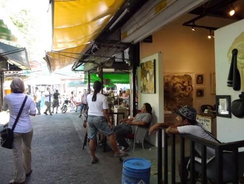 CThe hatuchak Weekend Market buy buy and buy