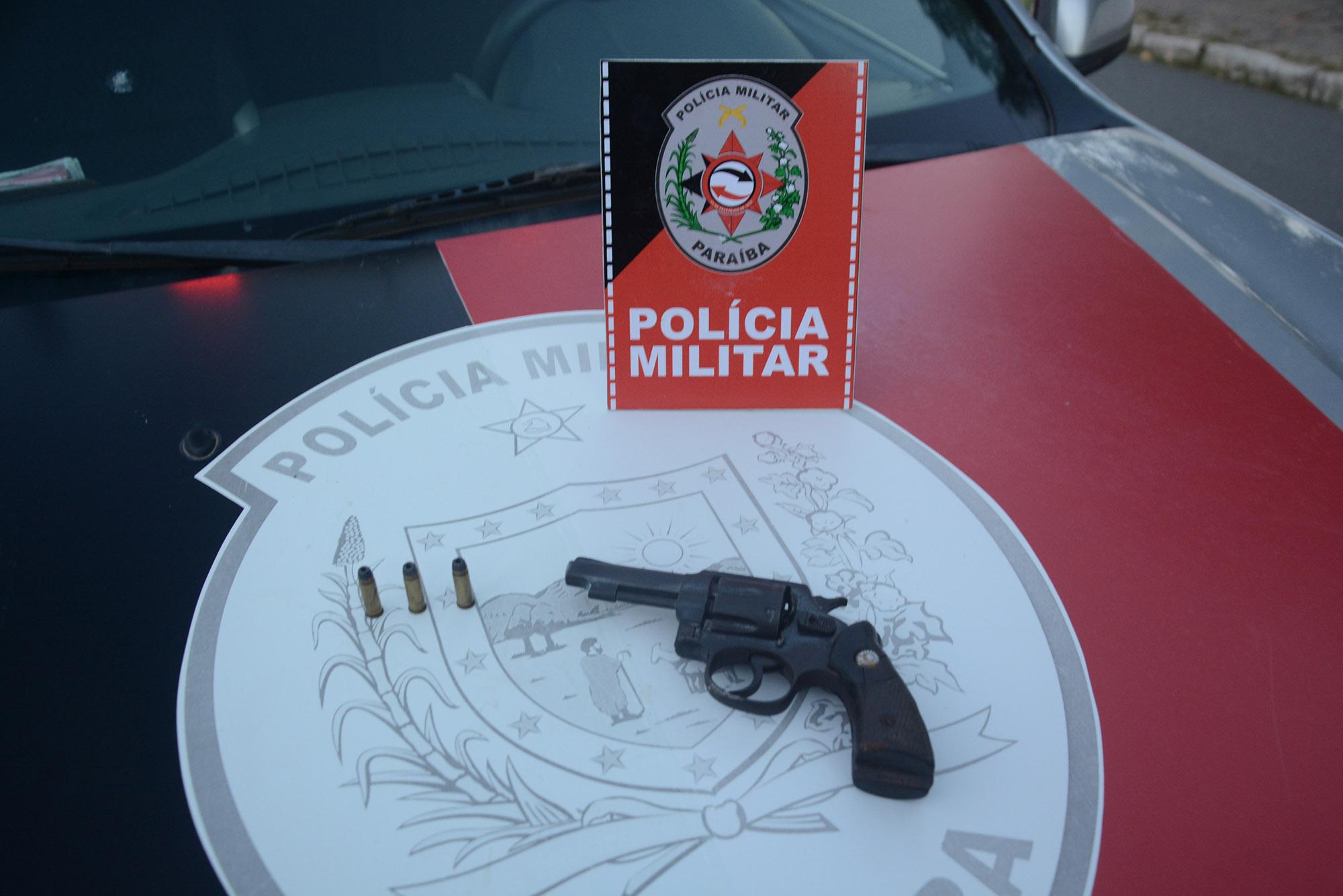 duplajardimveneza - Polícia apreende cinco armas de fogo e prende três pessoas em operação