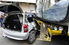 Ocupantes do carro ficaram presos nas ferragens-Claudia Baartsch/Agencia RBS
