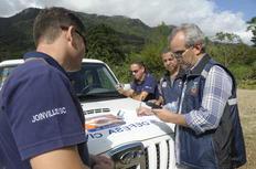 membros da Defesa Civil estiveram na segunda-feira em uma das áreas onde o fenômeno foi constatado-Salmo Duarte/Agencia RBS