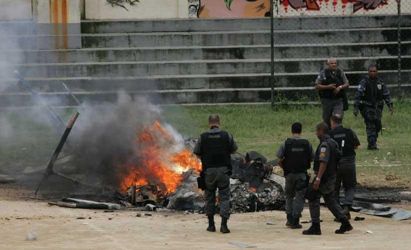 Helicoptero da Polícia Militar do Rio de Janeiro abatido por traficantes