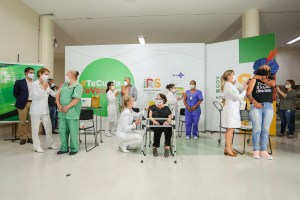 Às 23h45 da segunda (18), foram aplicadas as primeiras cinco doses da vacina contra a Covid-19 no RS - Foto: Felipe Dalla Valle/ Palácio Piratini