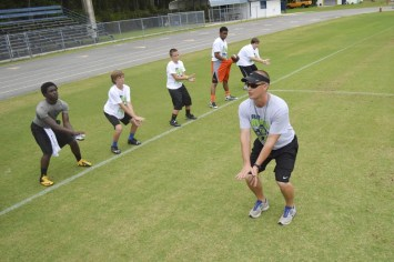 cliff_avril_2013_football_camp_8