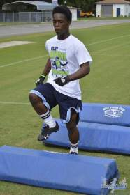 cliff_avril_2013_football_camp_108