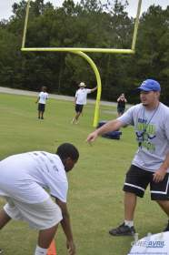 cliff_avril_2013_football_camp_11
