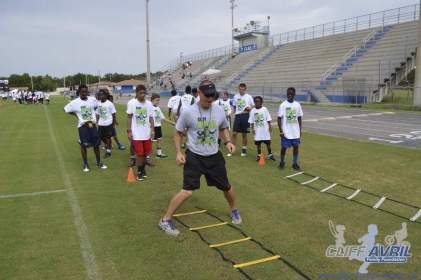 cliff_avril_2013_football_camp_138