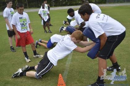 cliff_avril_2013_football_camp_25