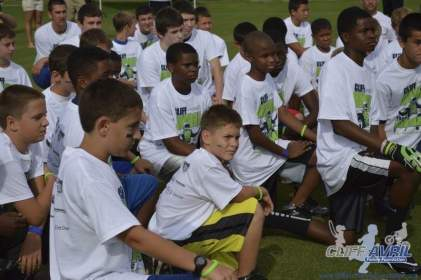cliff_avril_2013_football_camp_26