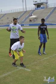 cliff_avril_2013_football_camp_75