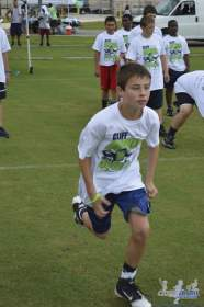 cliff_avril_2013_football_camp_86
