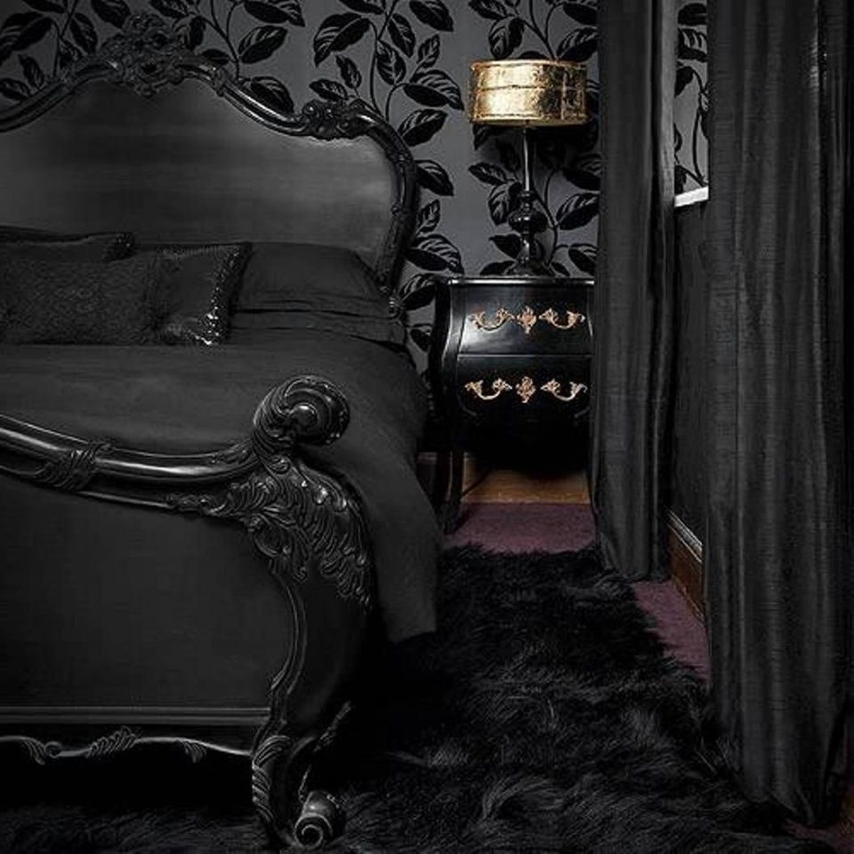 black gothic bedroom decor ideas