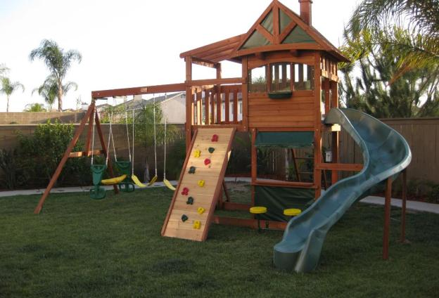 Selwood Crestwood Cubby House Play System