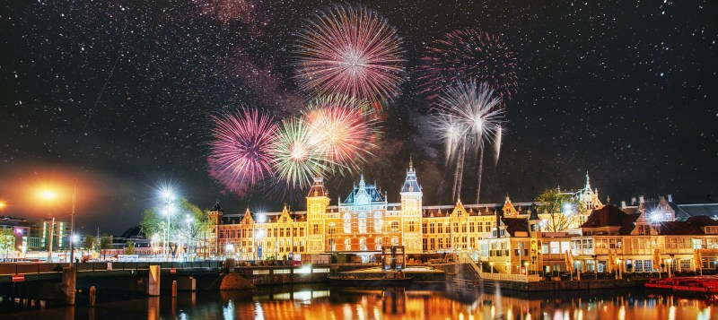 Amsterdam New Years Eve Fire Works Clink Hostels New Years Eve In Amsterdam