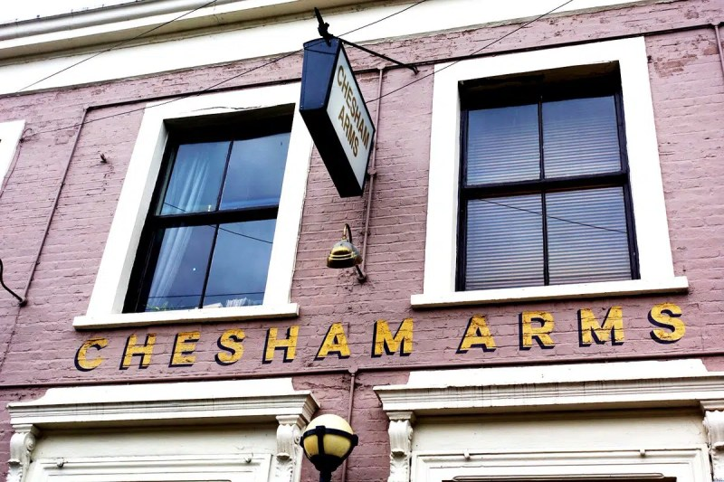 Chesham Arms Cosy bars in London Clink Hostels