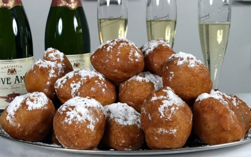 Oliebollen | Winter in Amsterdam | Clink Hostels
