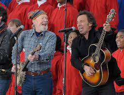 Pete Seeger & Bruce Springsteen jamming in 2010!