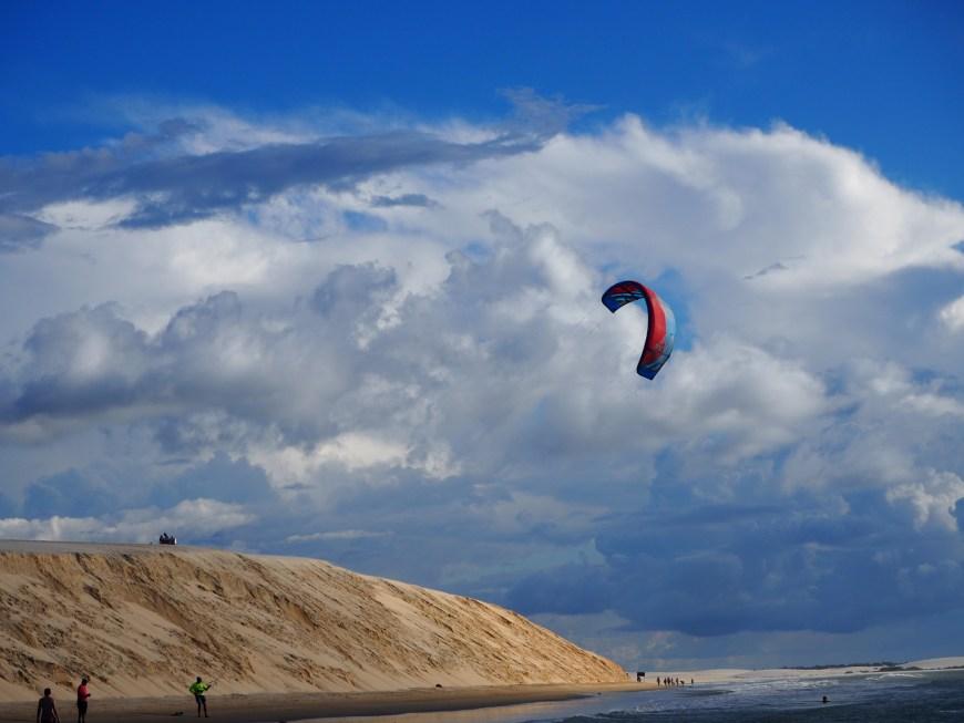 La dune de Pôr-do-Sol et kitesurf, Jericoacoara, Ceara, Brésil