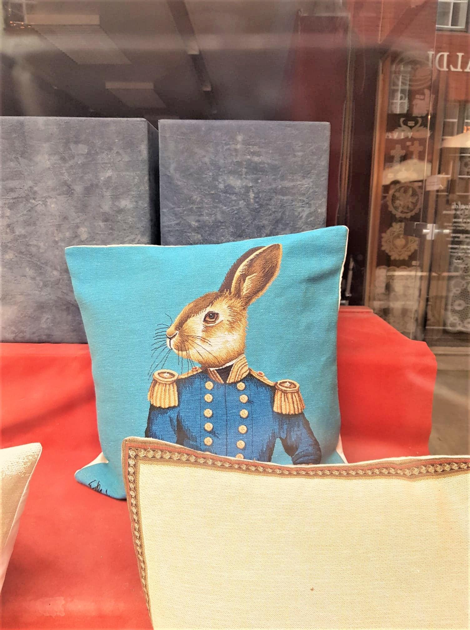 Cadeaux tapisserie coussin clioandco blog voyage bruges belgique rue Wijngaardstraat