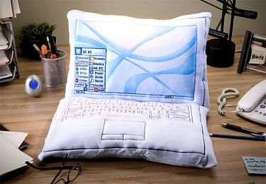 laptop-pillow-555x384