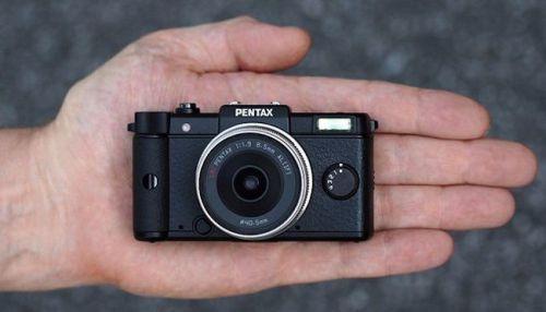 pentax_q_hand