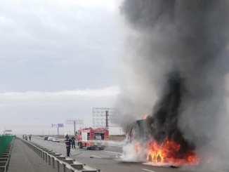 Camion în flăcări pe A2. FOTO ISU Călărași