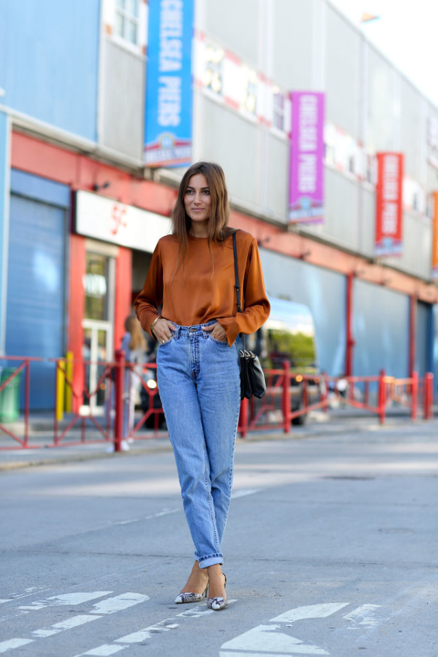https://i0.wp.com/www.closetfulofclothes.com/wp-content/uploads/2015/09/nyfw-high-waisted-mom-jeans-gold-orange-top-blouse-snakeskin-pumps-heels-made-outfit-fall-outfit-work-out-date-night-party-via-popsugar-640x960.jpg