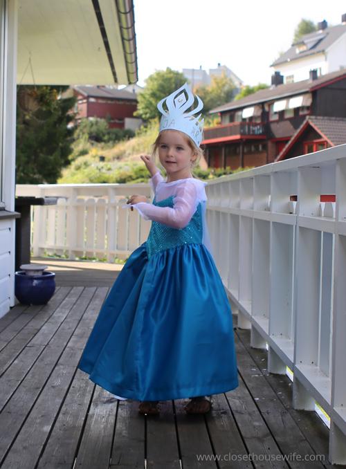 Dancing Elsa