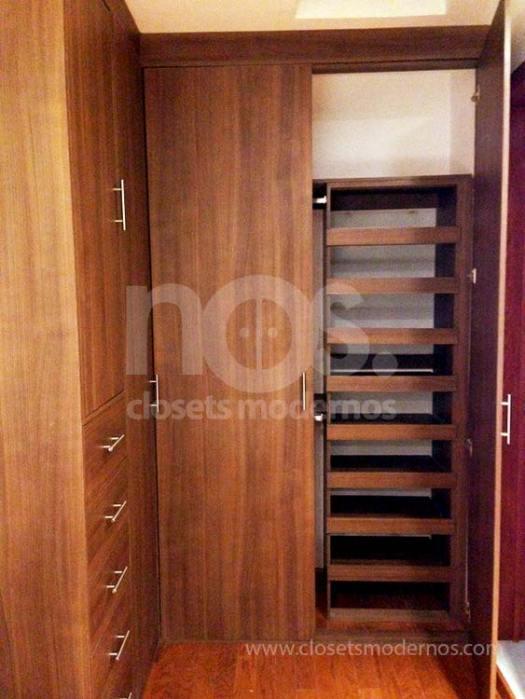 Closet en escuadra 2b nos closets modernos for Zapateras para closet madera