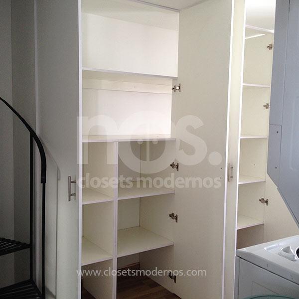 closet pequeño de madera