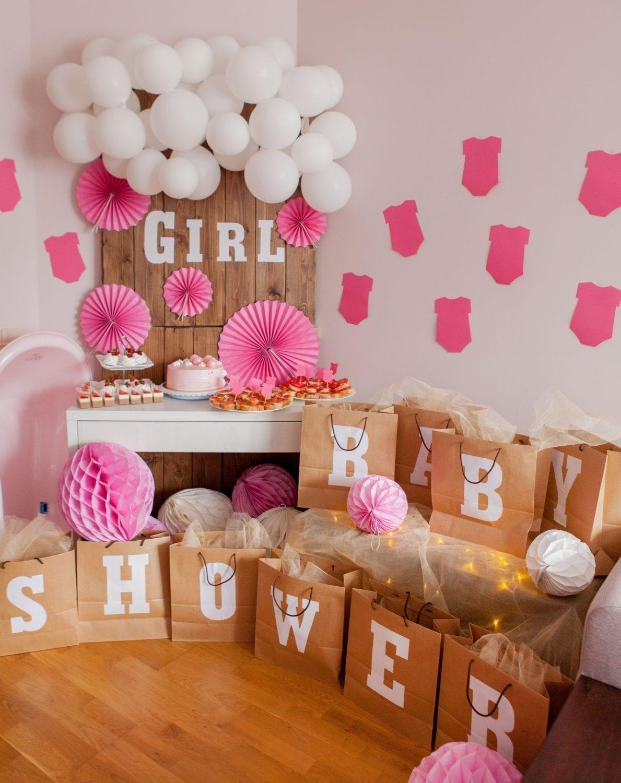 Babyshower. Gaver. Balloner. Papirpynt. Gaveposer. Lyserød. Pink