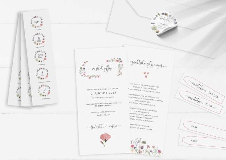 Højt format invitation med tidslinje og stickers pressed flowers