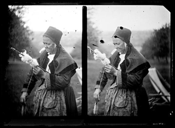 Fileuse (Morbihan) – Négatif sur verre – Jeanne-Marie Barbey (1876-1960), début 20ème siècle – CC BY SA - Collections du musée de Bretagne et de l'Écomusée du Pays de Rennes