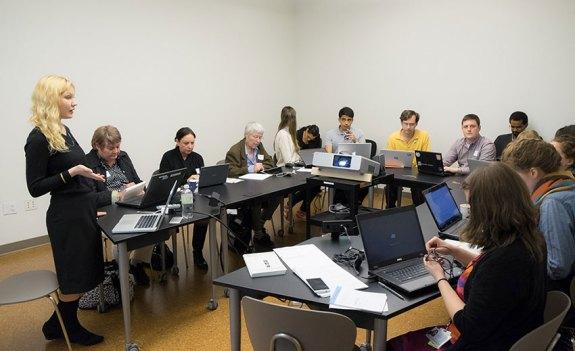 Premier Wikipedia Edit-a-thon du Guggenheim, en octobre 2014 Photo: Kris McKay © 2014 Solomon R. Guggenheim Foundation, New York