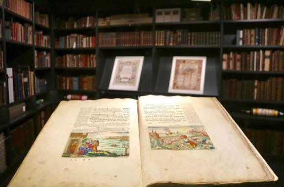 Manuscript-Etz-Haim-Library-Amsterdam.-Photo-by-Harry-D.-Wall