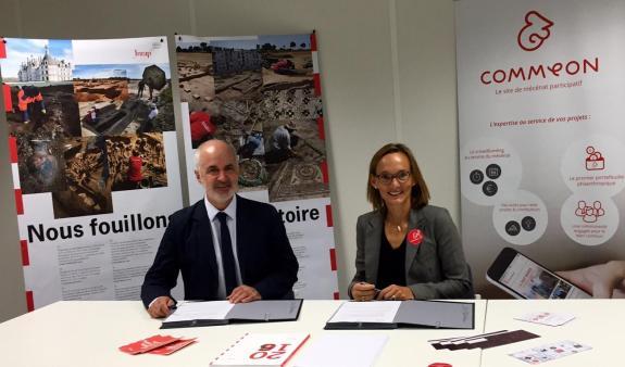 Dominique Garcia, président de l'Inrap, et Thérèse Lemarchand, présidente et co-fondatrice de Commeon. © Inrap, 2017.