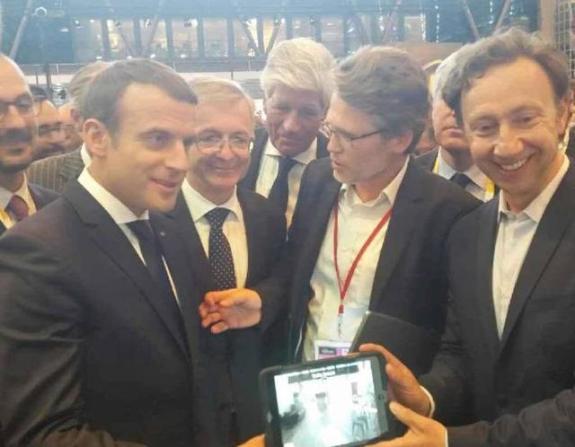 Emmanuel Macron, accueilli par François Bonneau, Président de la région Centre Val de Loire, Jean d'Haussonville, Président du Domaine de Chambord, Bruno de Sa Moreira, Président d'Histovery et Stéphane Bern, au salon VivaTech