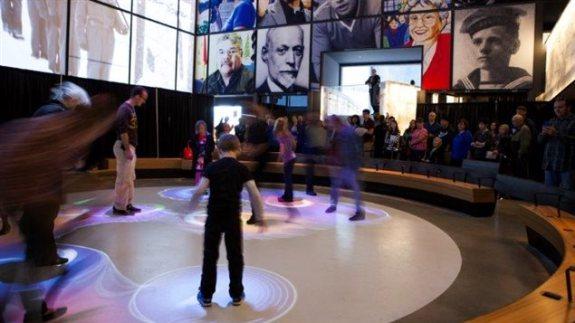 """Dispositif """"jeu de lumières"""" au Musée Canadien pour les Droits de la Personne (MCDP)"""