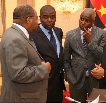 Ministro se aproxima do circulo presidencial
