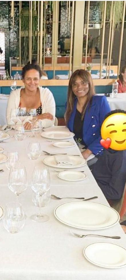 Ex Presidente com as filhas em Barcelona