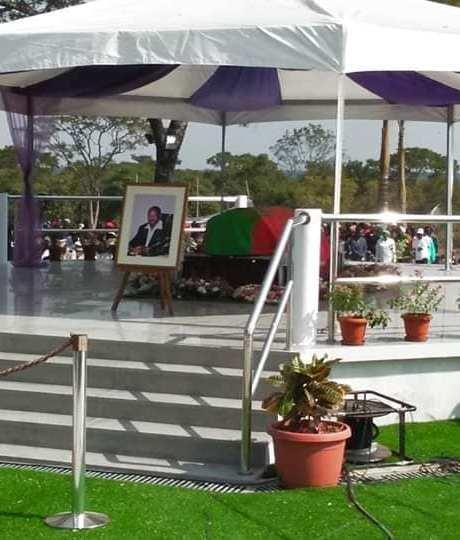 UNITA contrata guardas para tumba de Savimbi
